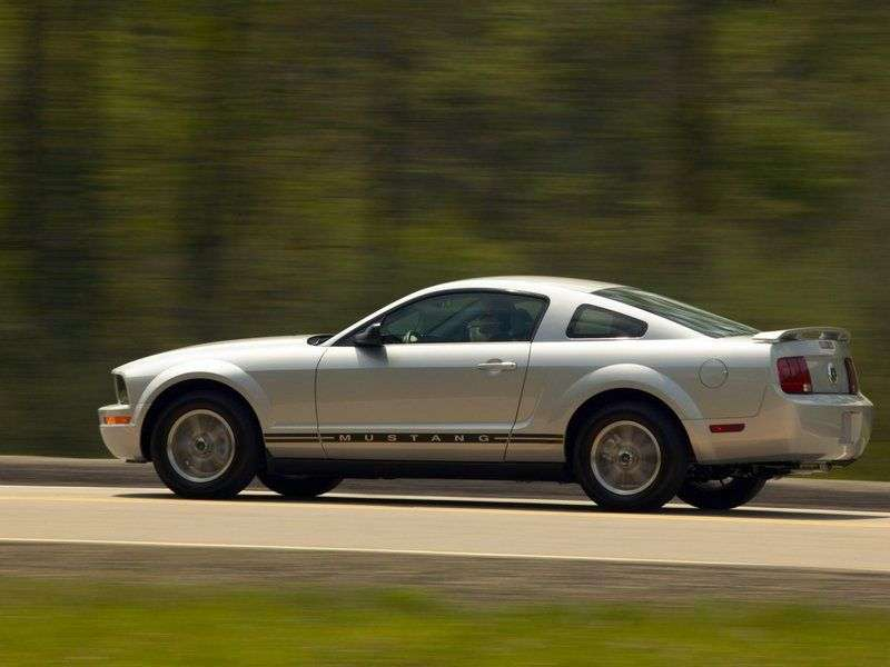 Ford Mustang 5th generation coupe 4.0 MT (2005 – n. In.)
