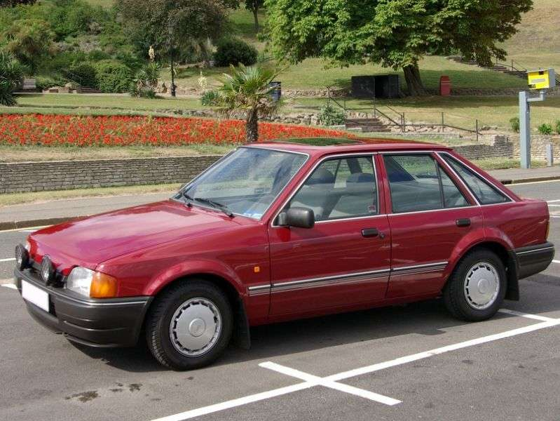 Ford Escort 4 generation hatchback 5 dv. 1.8 MT (1990–1993)