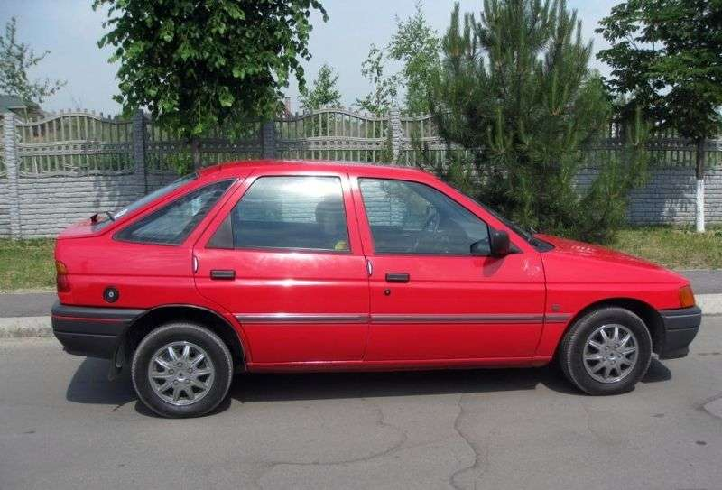 Ford Escort 5 generation hatchback 5 dv. 1.8 MT (1990–1992)