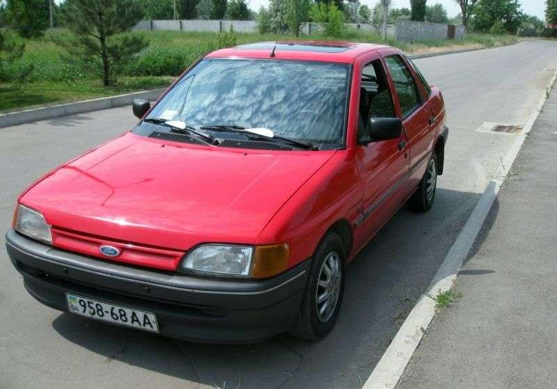 Ford Escort 5 generation hatchback 5 dv. 1.6 MT (1990–1992)