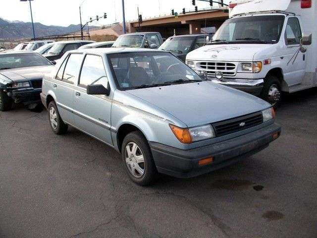 Geo Spectrum 1.8 generation 1st generation sedan (1989–1993)