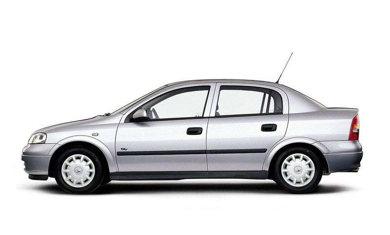 Holden Astra 4.generacja sedan 2.0 MT (2002 obecnie)