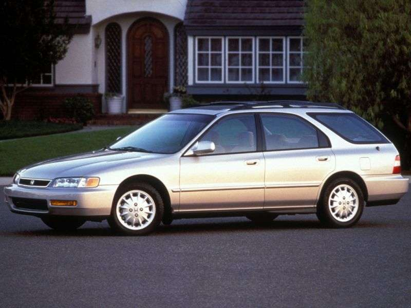 Honda Accord 5th generation [restyling] station wagon 2.0 MT (1996–1998)
