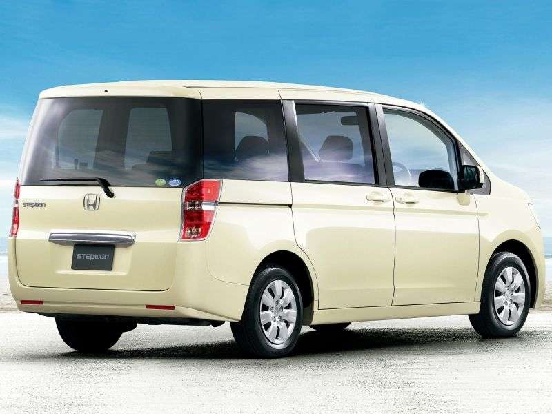 Honda Stepwgn 4 generation minivan 2.0 CVT (2009 – n.)