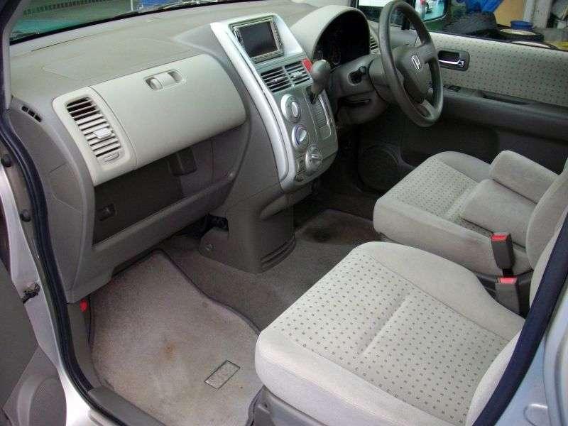 Honda Mobilio minivan pierwszej generacji 1.5 CVT 4WD (2001 2004)