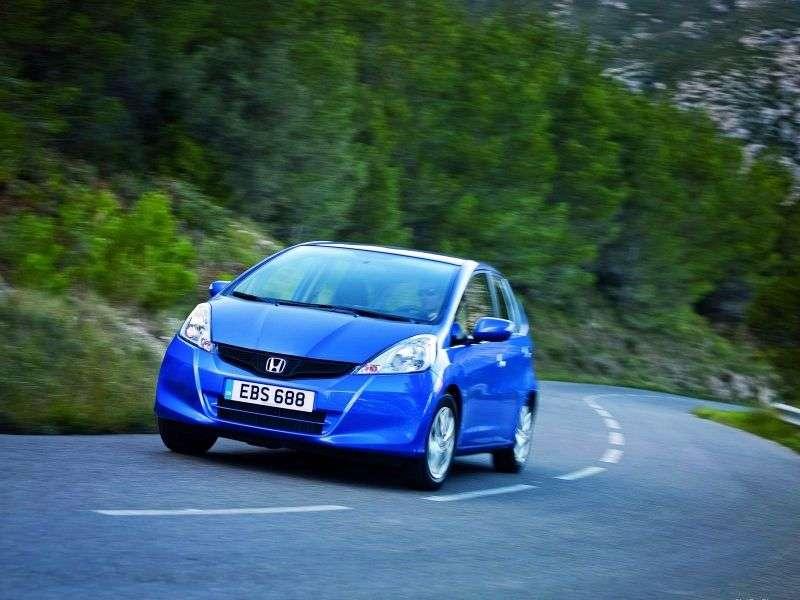 Honda Jazz 2 generation [restyling] 5 dv hatchback 1.4 CVT Executive (2011 – present)