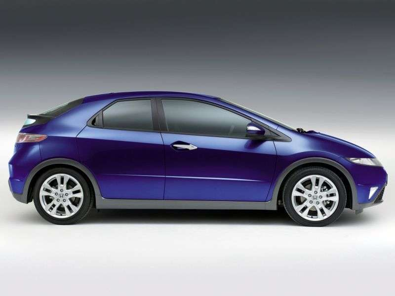 Honda Civic 8th generation [restyled] hatchback 1.8 AT Executive (2010–2012)
