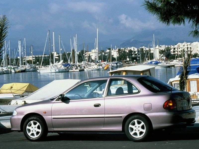 Hyundai Excel X3hetchbek 3 dv. 1.3 AT (1994–1997)