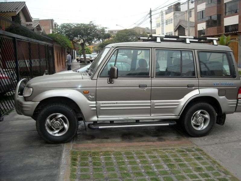 Hyundai Galloper 2nd generation Exceed SUV 5 bit. 3.0 MT (1998–2001)