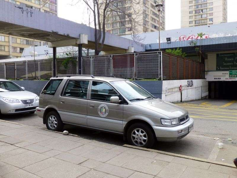 Hyundai Santamo 1st generation 5 door minivan 2.0 MT (1999–2002)