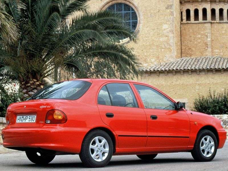 Hyundai Accent X3hetchbek 5 dv. 1.5 AT (1995 1997)