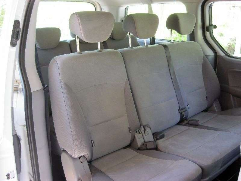 Hyundai H 1 Starex Mini Bus 2.4 MT 4WD (1997–2004)