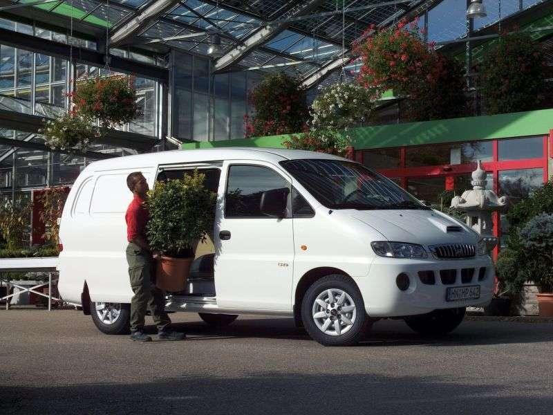 Hyundai H 1 Starex van 2.5 AT 4WD LWB (1997–2004)