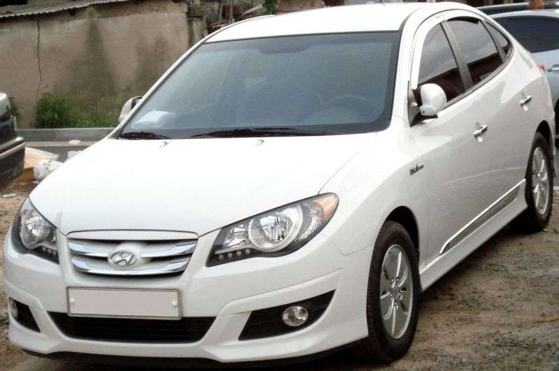 Hyundai Avante HD Hybrid 4 door sedan. 1.6 LPi CVT (2009–2010)