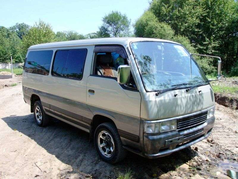 Isuzu Fargo 2nd generation Minibus 2.7 D AT 4WD (1995–1997)