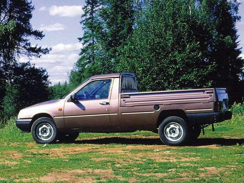 IL 2717 1st generation pickup 1.7 MT (1997–2005)