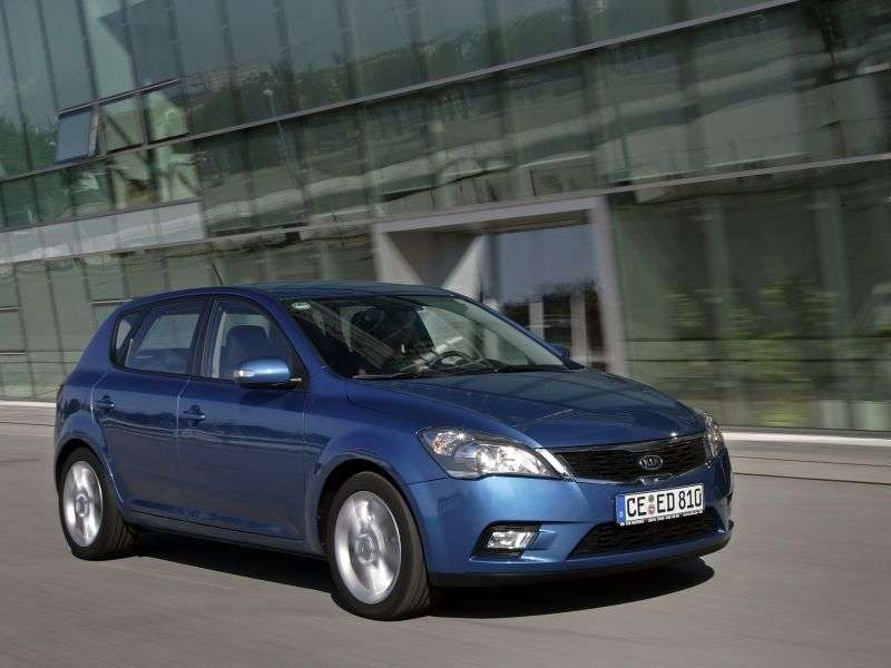 Kia Ceed 1st generation [restyled] hatchback 5 dv. 1.6 AT Comfort (2010–2012)
