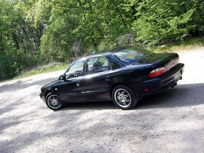 Kia Clarus sedan 1.generacji 2.0 MT (1996 1998)