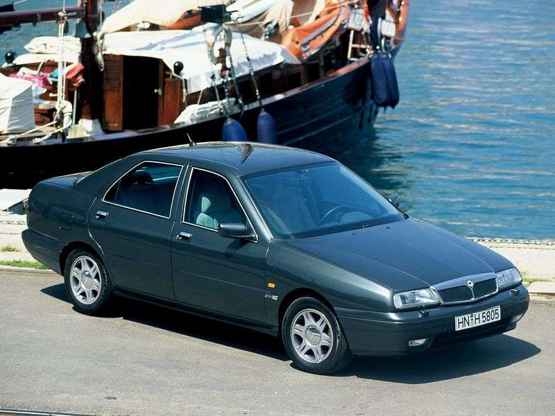 Lancia Kappa 1st generation 2.0 MT sedan (1996–2001)