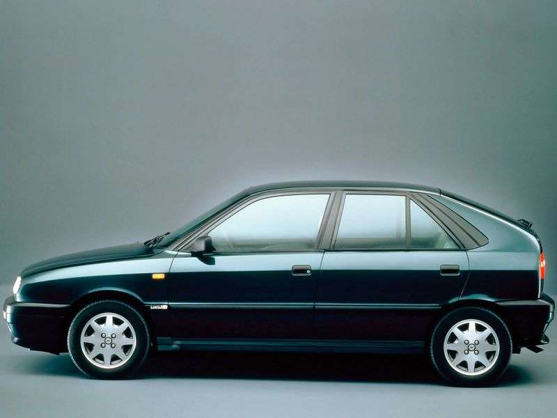 Lancia Delta 2nd generation hatchback 1.9 TD MT (1993–1999)