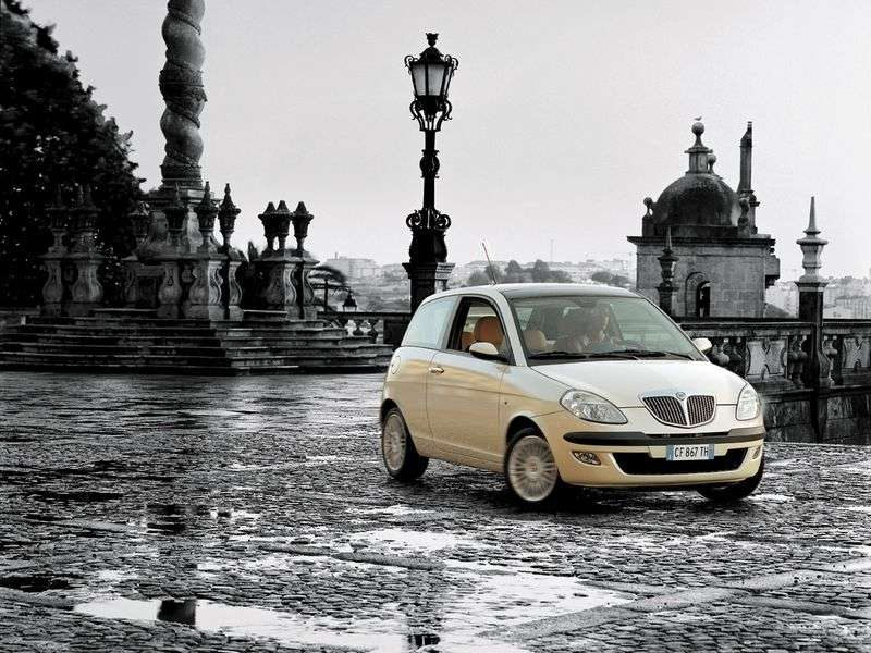 Lancia Ypsilon 1st generation hatchback 1.2i MT (2003 – n.)
