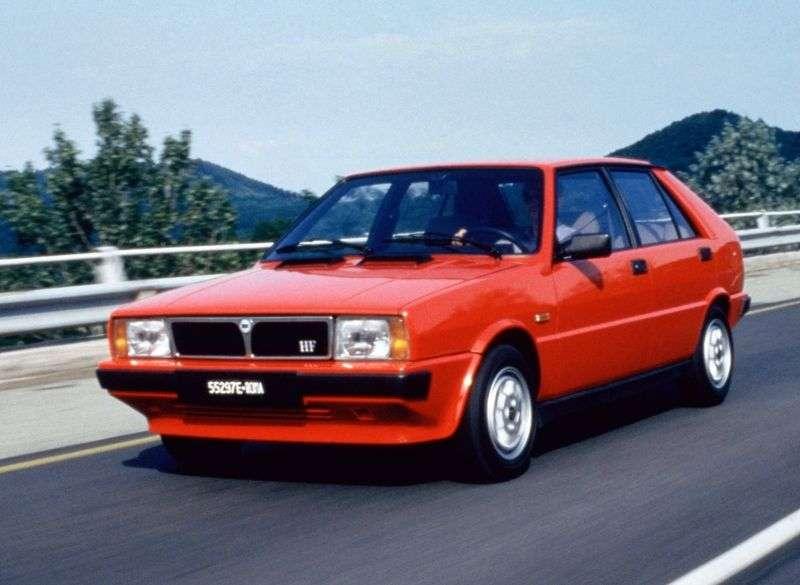 Lancia Delta 1st generation hatchback 1.6 turbo MT HF (1984–1985)
