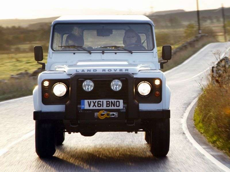 Land Rover Defender 1st generation [restyling] 90 SUV 3 dv. 2.2 TD MT Base (2013) (2011 – present century.)