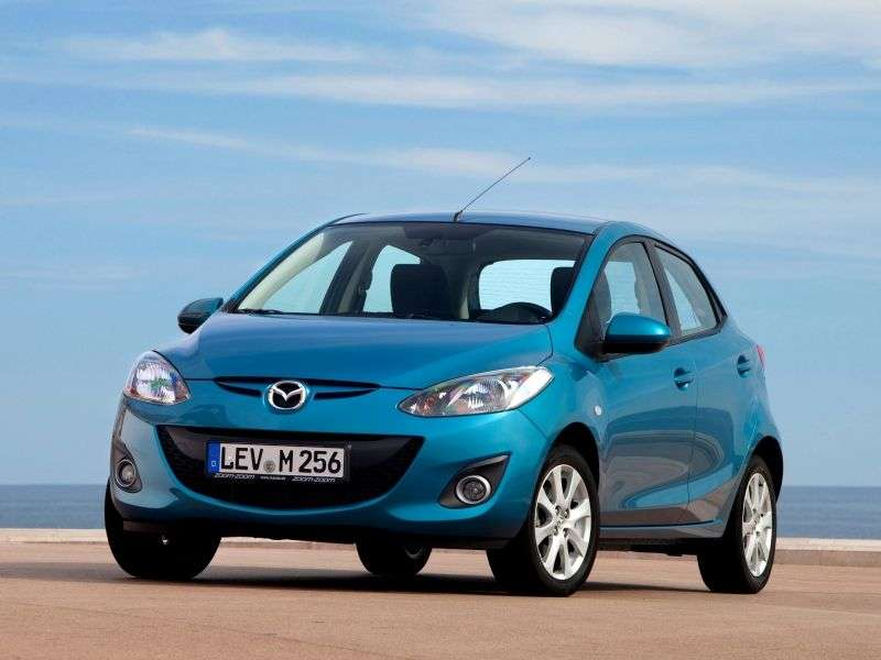 Mazda 2 2nd generation [restyled] hatchback 1.5 AT Cosmo Edition (2011 – n.)