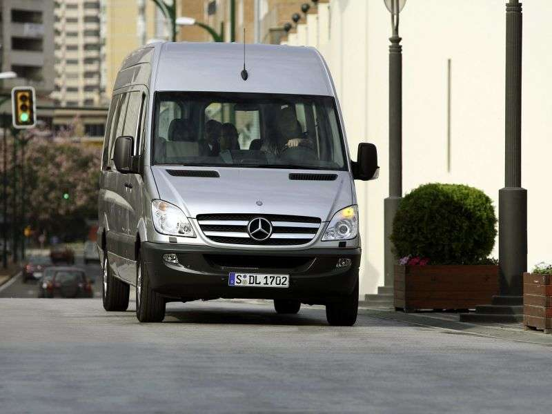 Mercedes Benz Sprinter W906 microbus 4 dv. 318 CDi MT long base high roof Base (2006 – present)