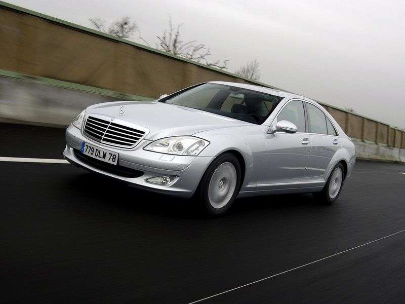 Mercedes Benz S Class W221Sedan S 500 AT 4MATIC (2005–2009)
