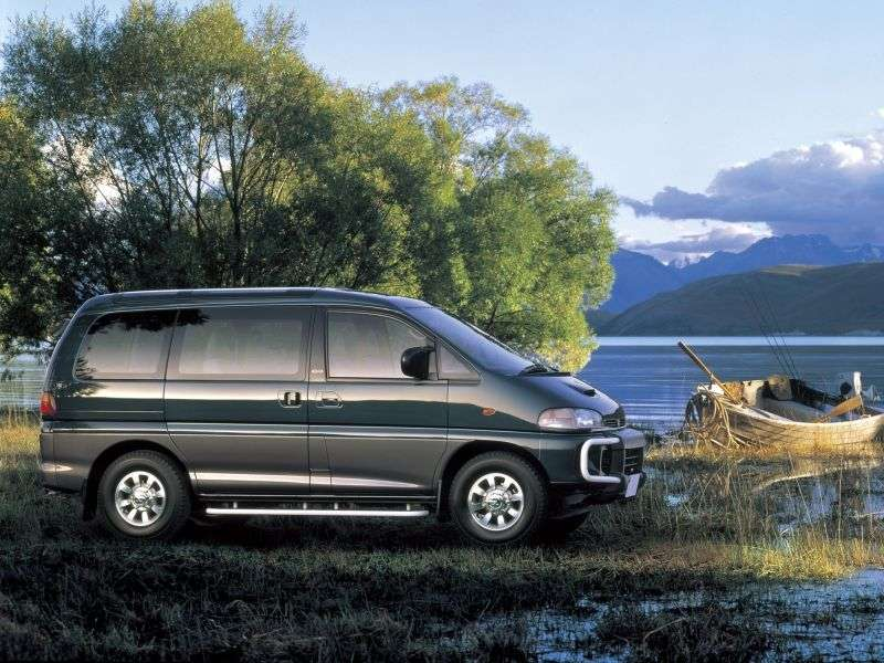 Mitsubishi Space Gear 1st generation minivan 2.5 TD MT 4WD (1994–1997)