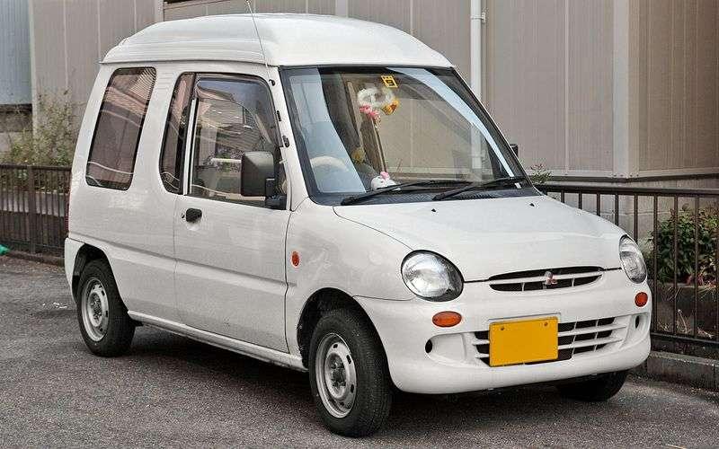 Mitsubishi Toppo 1st generation hatchback 0.7 MT 4WD (1990–1999)