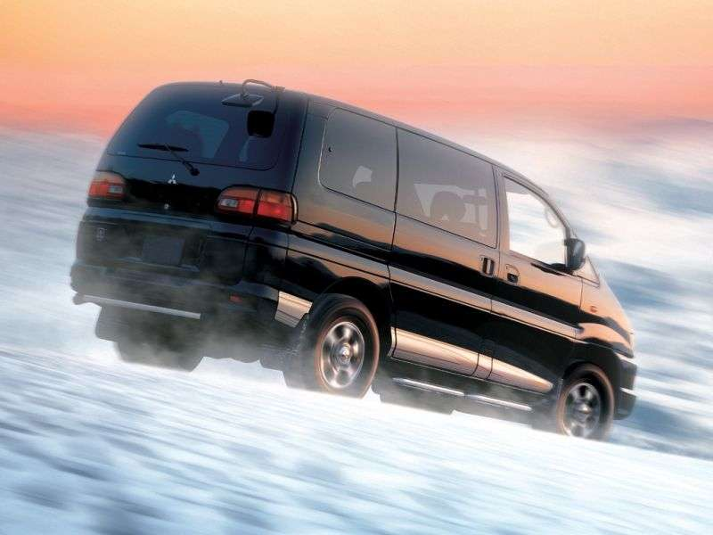 Mitsubishi Space Gear 1st generation [restyling] 2.0 MT minivan (1997–2000)