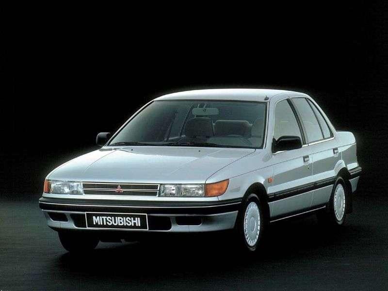 Mitsubishi Lancer 3rd generation sedan 1.3 5MT (1988–1989)