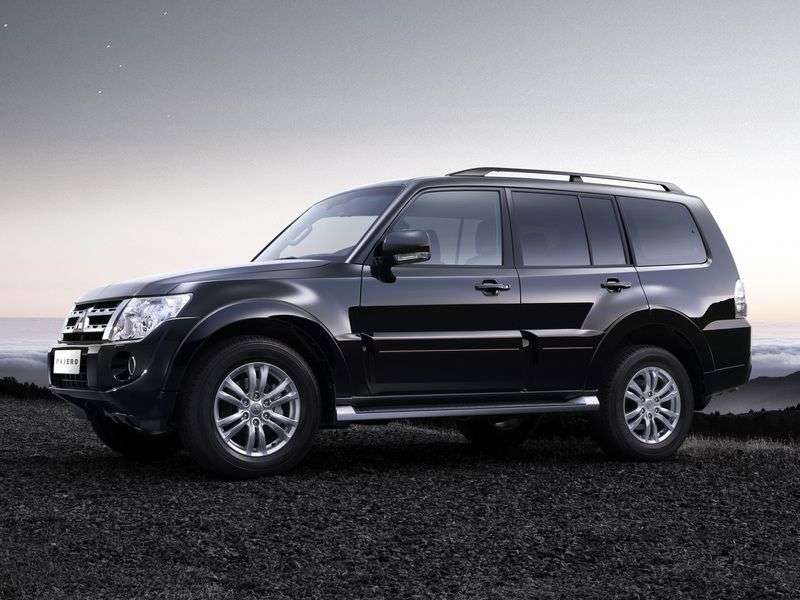 Mitsubishi Pajero 4th generation [restyling] SUV 5 dv. 3.0 MT AWD Invite S83 (2012) (2011 – current century)