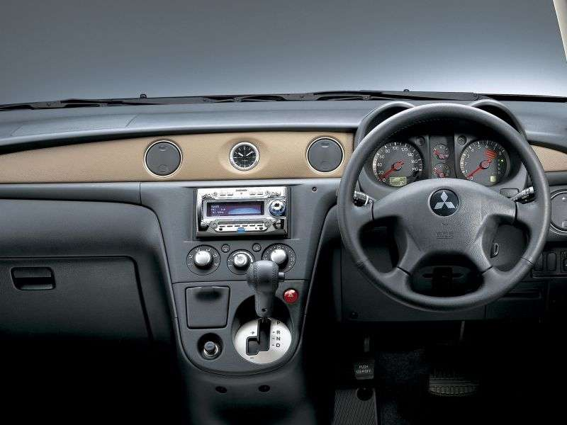 Mitsubishi Airtrek 1st generation 5 bit crossover. 2.0 Turbo R AT 4WD (2001–2005)