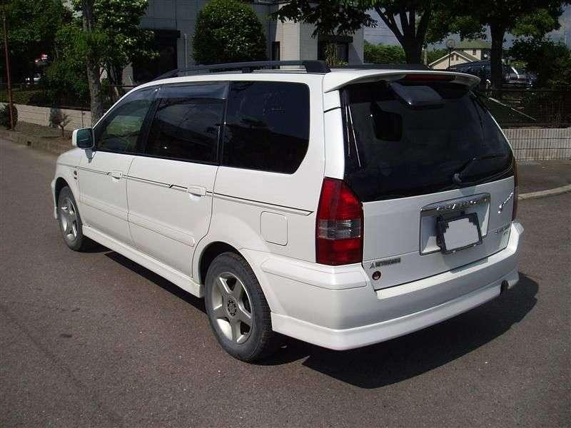Mitsubishi Chariot 3rd generation minivan 3.0 AT 4WD (2001–2003)