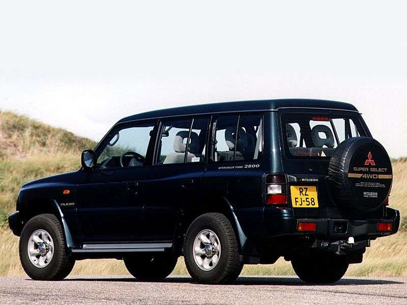 Mitsubishi Pajero 2nd generation Semi High Roof Wagon SUV 5 doors 3.0 AT (1991–1996)