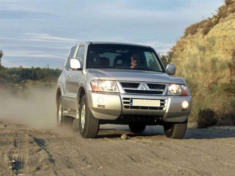 Mitsubishi Pajero 3rd generation [restyling] SUV 3 dv. 3.5 GDI MT (2003–2006)