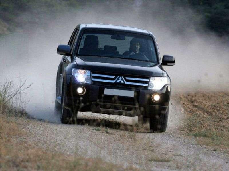 Mitsubishi Pajero 4 generation SUV 5 bit. 3.0 MT Invite (2006–2009)