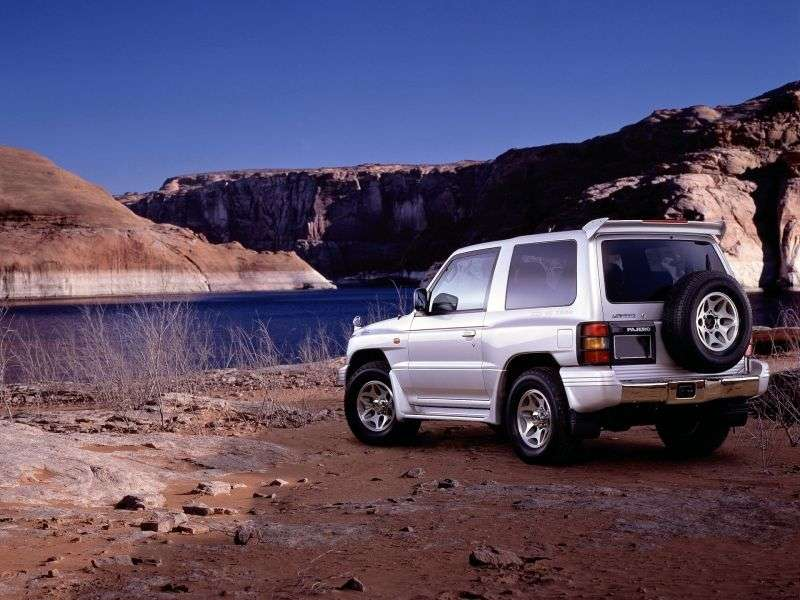 Mitsubishi Pajero 2nd generation [restyling] 2.4 MT (1998–1999) SUV