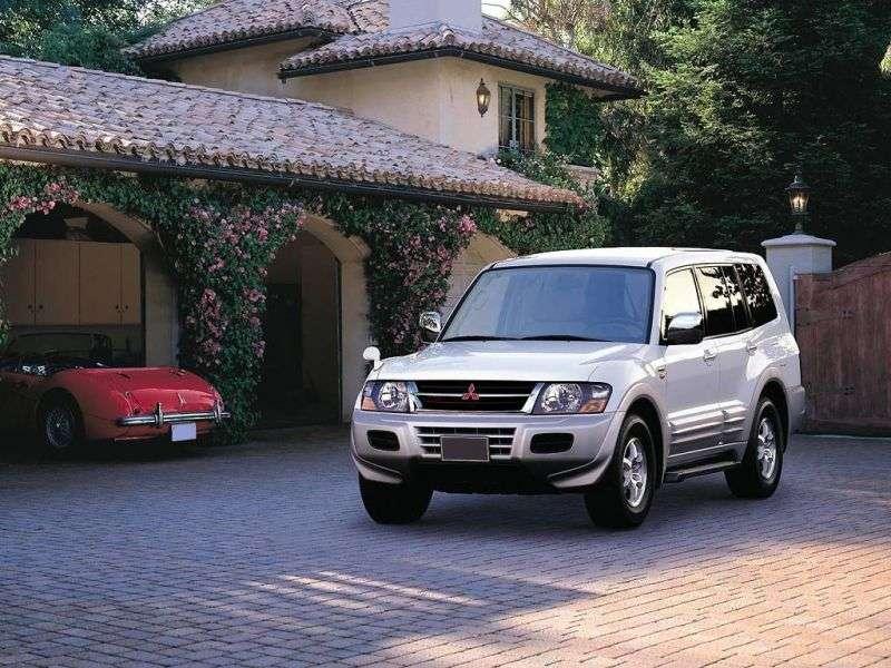 5 drzwiowy SUV Mitsubishi Pajero trzeciej generacji 3.2 DI D MT (1999 2003)