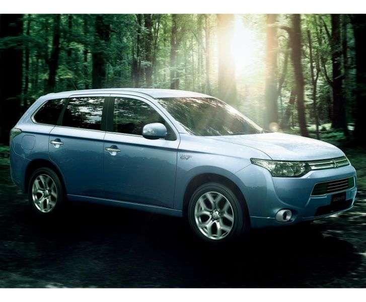 Mitsubishi Outlander 3rd generation PHEV 5 bit crossover. 2.0 PHEV CVT 4WD (2013 – present)