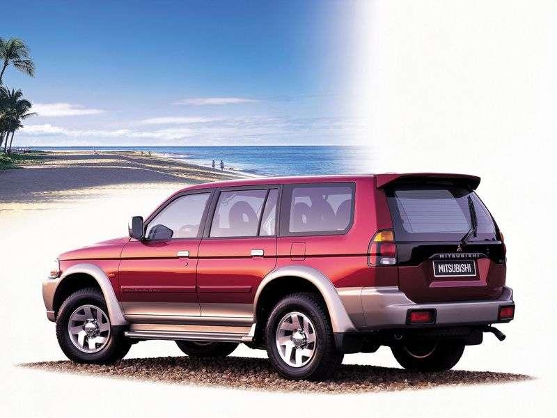 Mitsubishi Pajero Sport 1st generation SUV 2.5 TD MT (2000–2005)