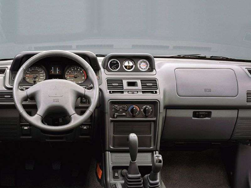 Mitsubishi Montero 2nd generation [restyling] SUV 3 dv. 2.4 AT (1998–1999)