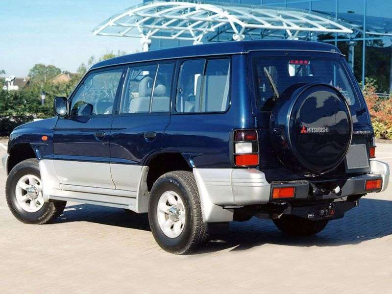 Mitsubishi Montero 2nd generation [restyling] SUV 5 dv. 2.5 TD MT (1998–1999)