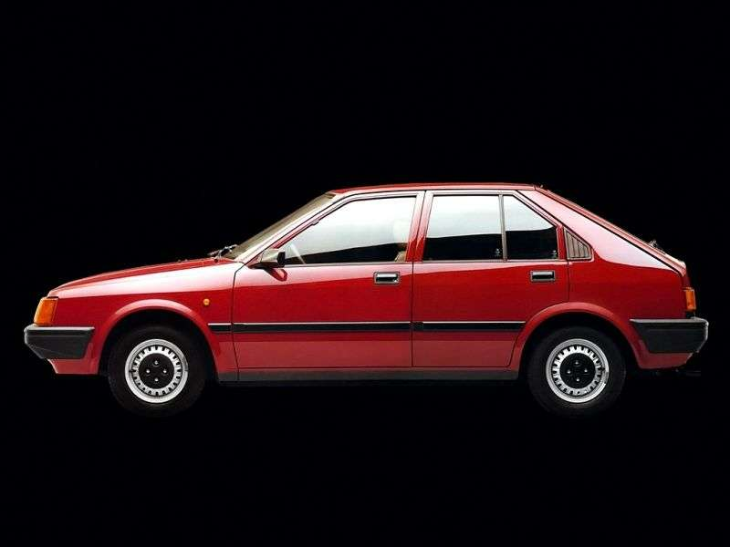 Nissan Cherry N12htchbek 5 dv. 1.3 MT (1982–1984)