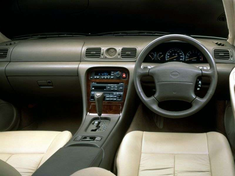 Nissan Leopard Y32 sedan 3.0 AT (1992 1996)