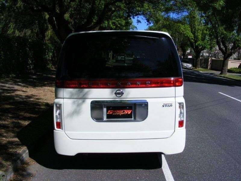 Nissan Elgrand E51NE51 5 door minivan 3.5 AT (2002–2010)