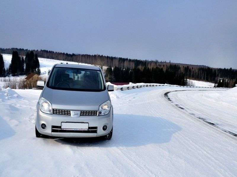 Nissan Lafesta 1st generation minivan 2.0 CVT 2WD (2005–2007)